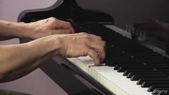 Lerne jetzt dein erstes Klavier-Stück!