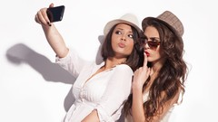 SELFIE MASTERCLASS : How to click PERFECT SELFIES