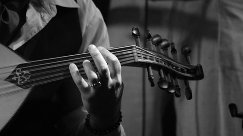 Netcurso-changing-oud-strings-like-a-luthier