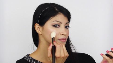 Netcurso - //netcurso.net/tecnicas-esenciales-de-maquillaje