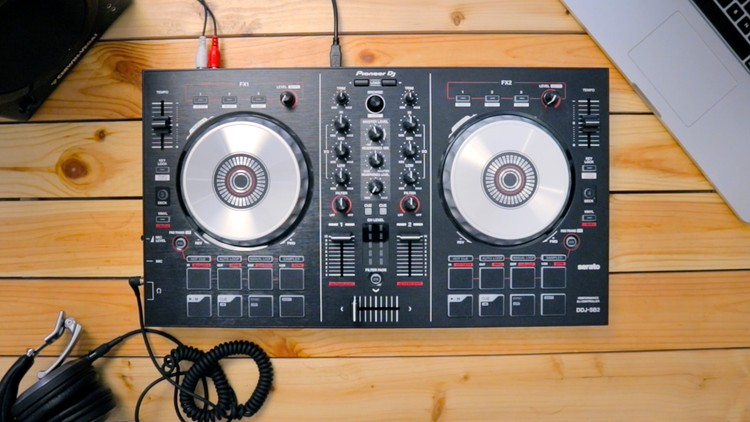 Free DJ Tutorial - How to DJ with the Pioneer DDJ-SB2 | Udemy
